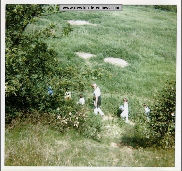 Castle Hill -school children touring the excavations